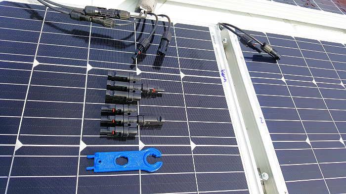 Ford Transit Camper Solaranlage einbauen Airlineschiene